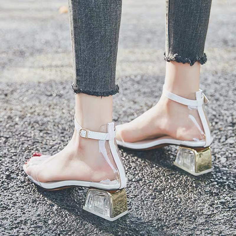 不用穿高跟鞋,穿上这些平底鞋也能显高~