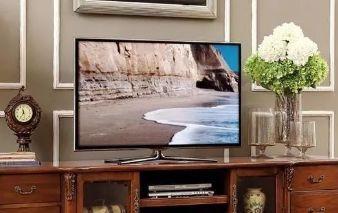 电视机挂墙上好还是放电视柜上好?原来区别这么大