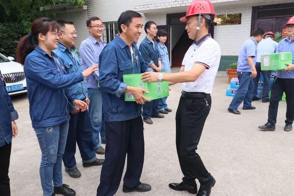 【公司新闻】情系职工 夏送清凉 --汉钢公司开启送清凉活动(图4)