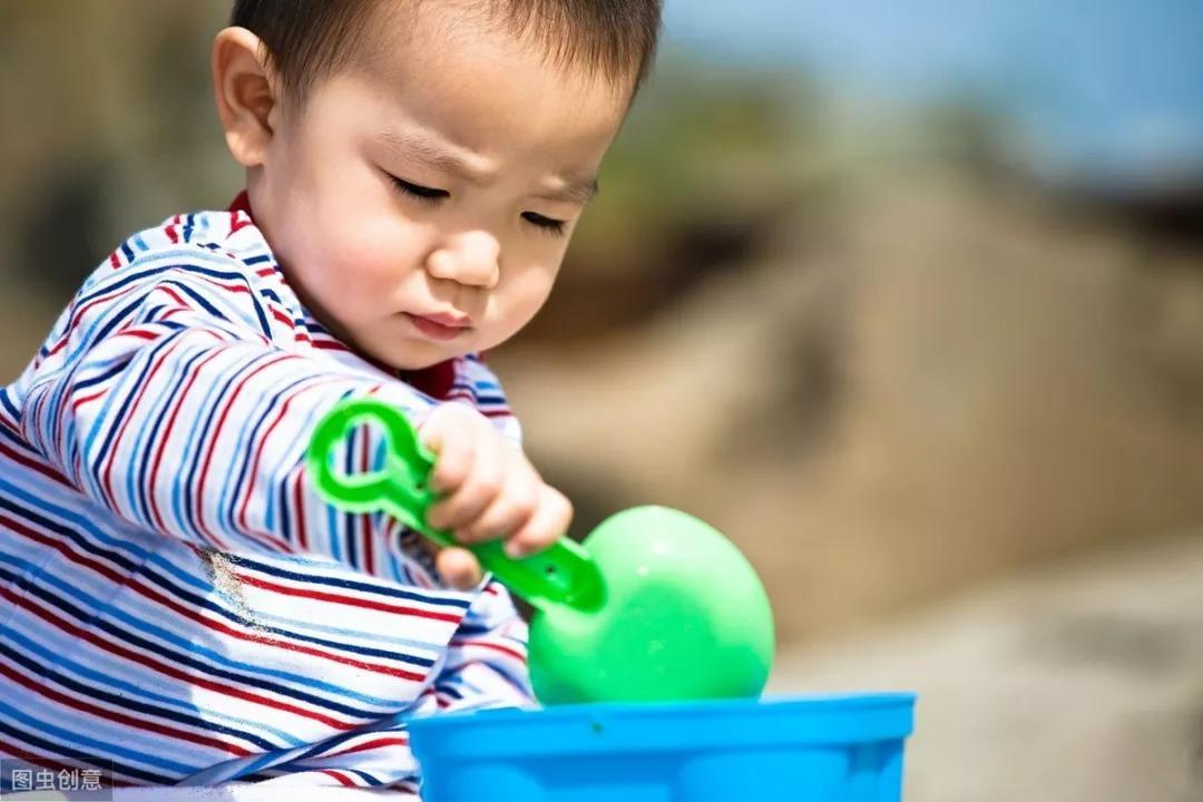 孩子怕生、不合群?教你4招,快速提高孩子社交能力