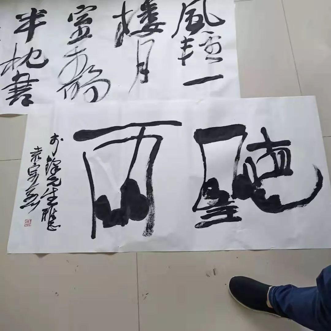 县住建局工会举办 弘扬沂蒙精神 抒发建设豪情 庆祝新中国成立70周年主题书画笔会