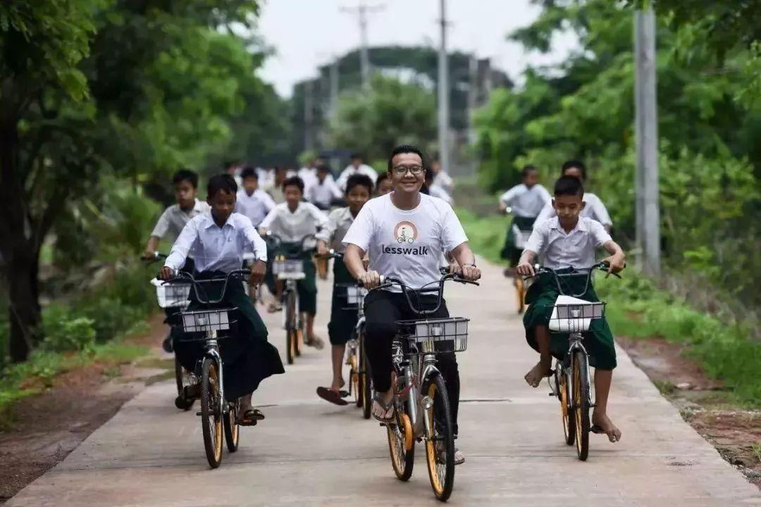 我们废弃的共享单车,他花15美元买回去,圆了缅甸穷孩子的上学梦