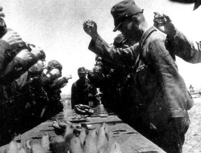原创 神风特工队员偷奸耍滑,8次出击8次生还,熬到第9次日本投降了