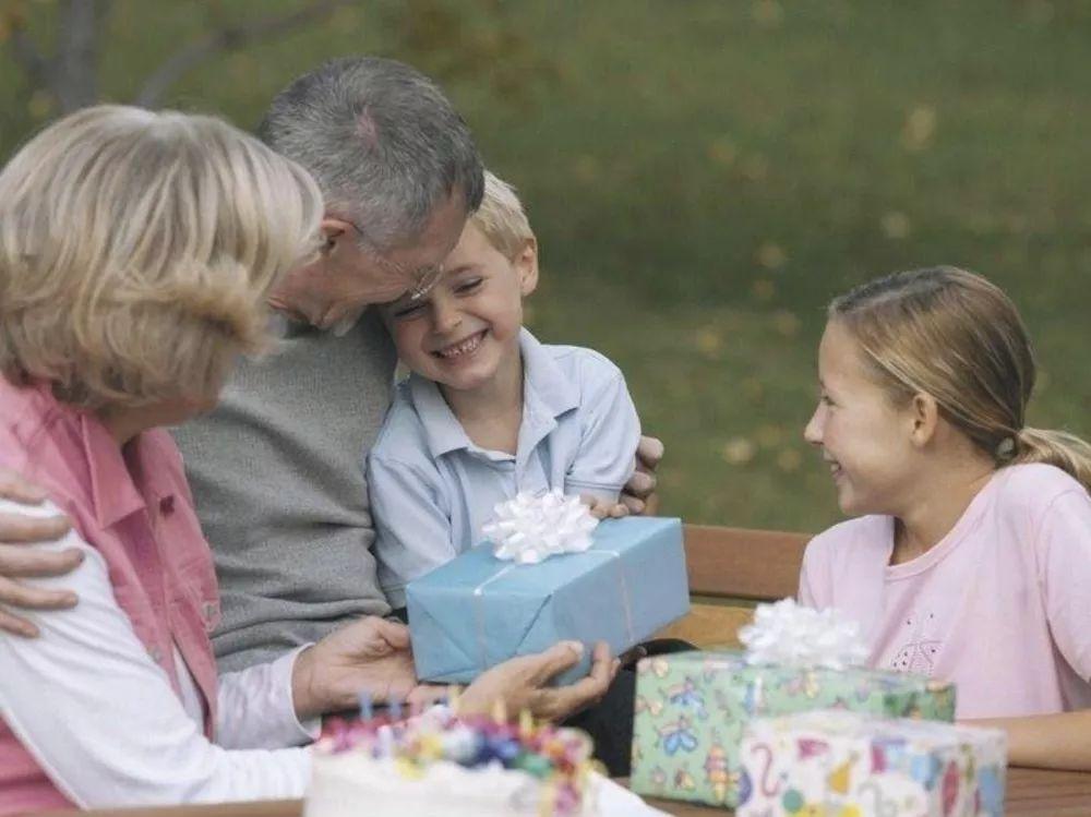隔代教育分歧多,怎么说,老人才愿听