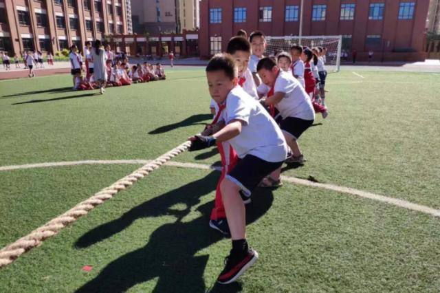 呼和浩特锡林南路小学分校2019年文化体育艺术节拔河比赛正式开赛