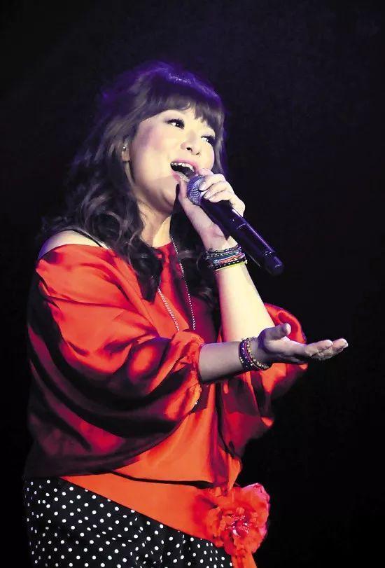 最浪漫的事 赵咏华_她唱红 最浪漫的事 ,却因离婚罹患抑郁症,如今52岁依