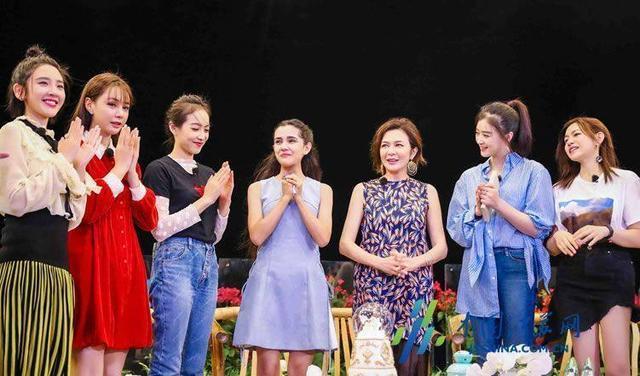 美女大胆人体艺术摄影_关之琳和陈红,一个香港美女,一个内地美女,两人近照差别这么大