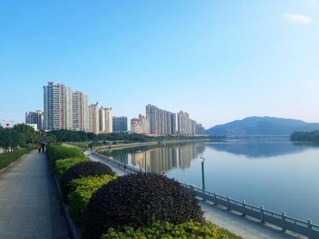 <b>广东有望升为二线的3个城市,一个是肇庆,一个是省域副中心城市</b>