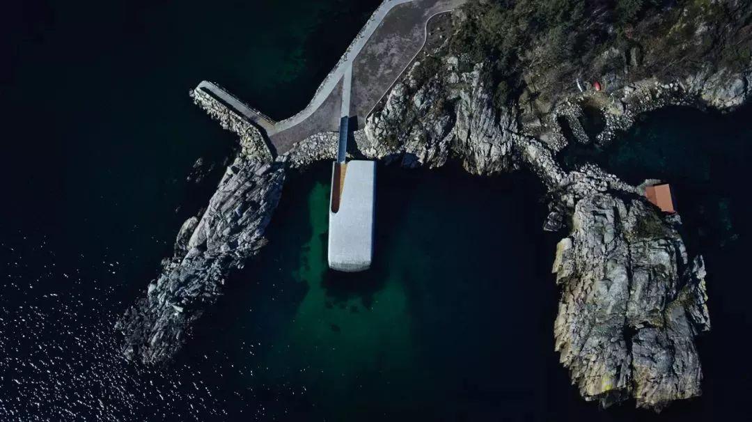 吃一顿人均2000,没有餐厅能比这更酷,身处海底5米