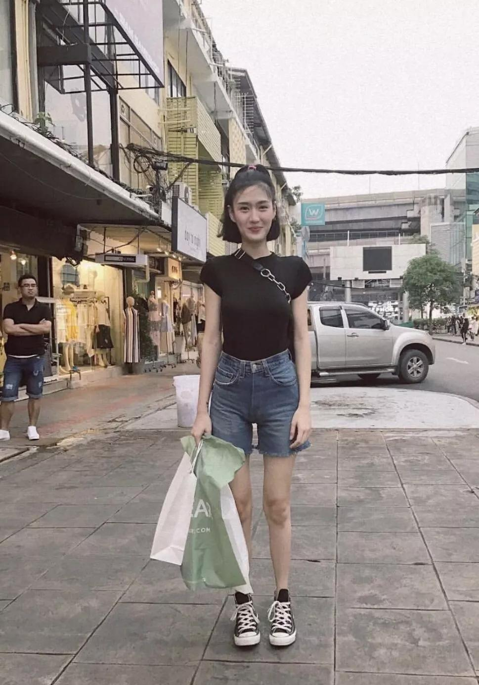 微胖女生夏天该怎么穿?除了T恤+阔腿裤,这样穿显高显瘦又好看!