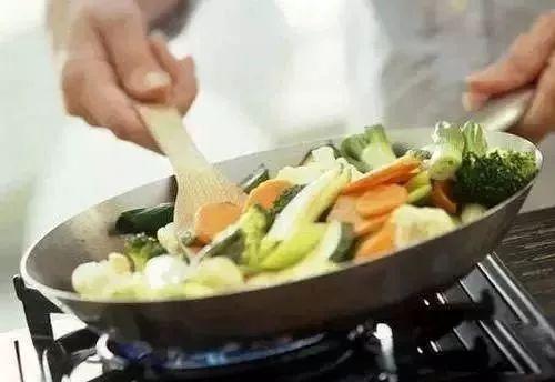 容易致癌的6种做菜习惯,每个家庭都很常见,赶紧收藏!