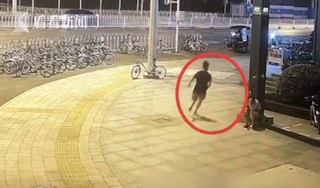 情侣为拍视频博流量,向路人泼粪水被刑拘_汉阳