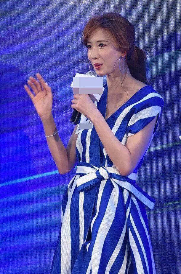 林志玲婚后最新活动照,显瘦条纹衫也遮不住她的富态,胖了吗?