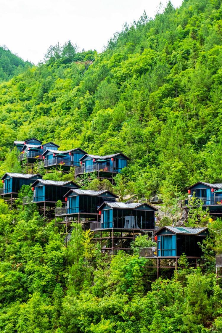 """湖北最""""恐怖""""的酒店,建在悬崖旁,脚下是万丈深渊,你敢住吗?"""