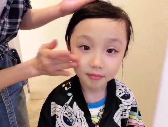 洪欣晒出女儿近照,彤彤的颜值惊艳,网友:拍摄的人是张丹峰?