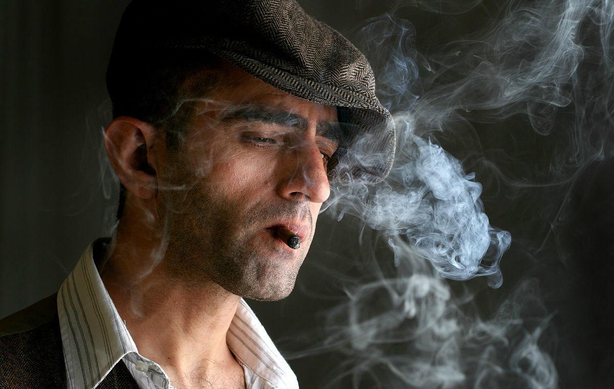 寿命短的人,吸烟后会有三个信号,若你三个都有,癌症可能到访