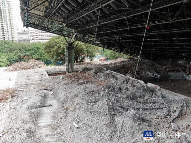 深圳市体育中心体育馆发生坍塌,南都记者无人机拍到场馆内部照片