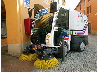 扫路车配件的选择和维护技巧