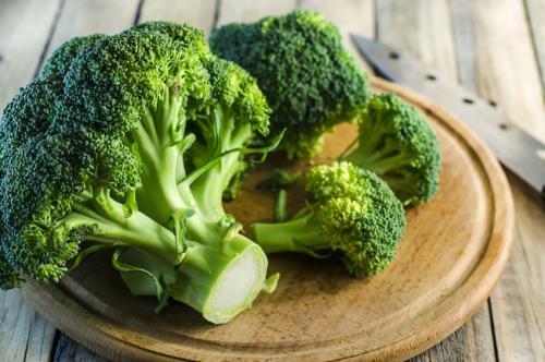 癌症是吃出来的,50岁寿命决定期,常吃三种食物能远离恶性肿瘤