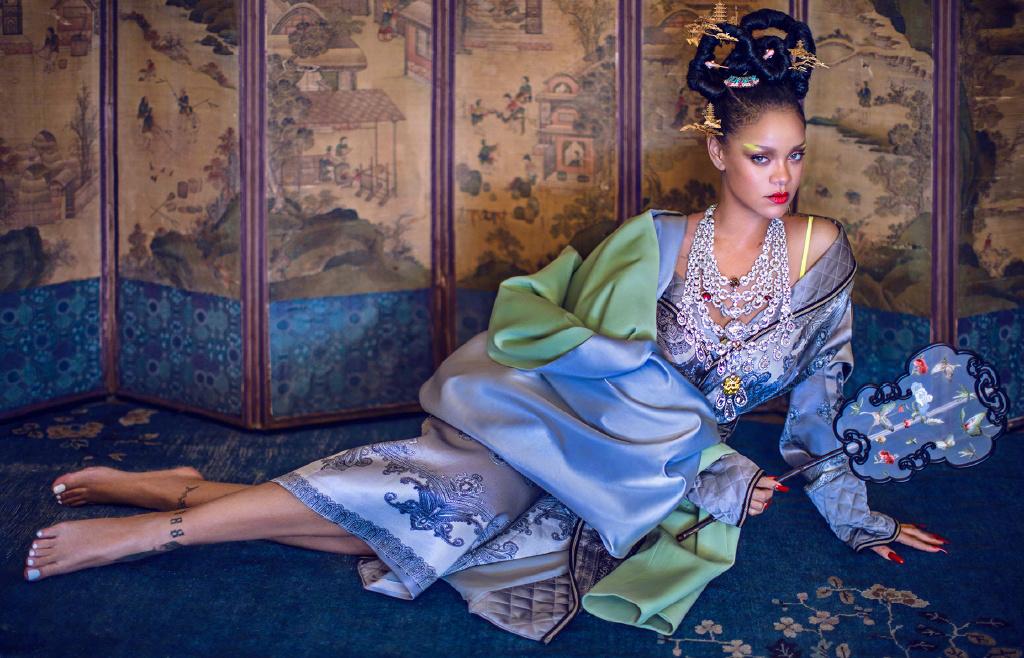 蕾哈娜登国内时尚杂志封面,演绎中西结合的古典风,蕾贵妃驾到!