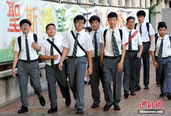 """""""香港高考""""逾4成考生达当地高校最低入学要求 意味着6000多人虽达标却不能获资助"""