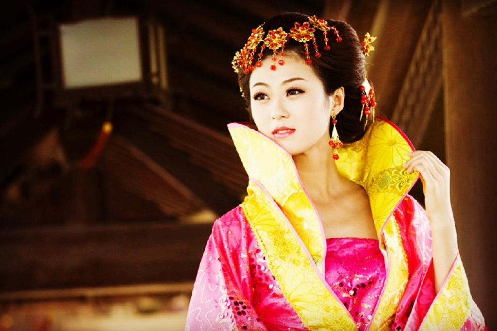 唐朝女性的着装真有那么暴露吗?是不是所有的女性都这样穿