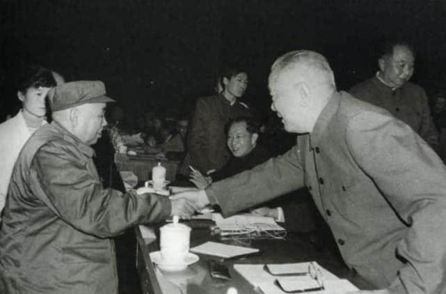 原创 对越战争时,许世友命令儿子打造棺材:若我战死,给我马革裹尸
