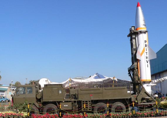 最奇葩弹道导弹 印度将弹道导弹装上军舰;国产新航母真容曝光