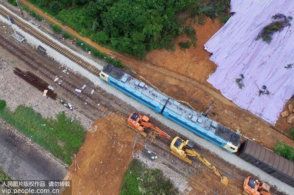 福建南平:���B�F路水害路段��通全