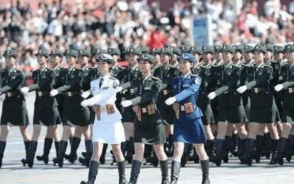 盘点阅兵式上女兵出丑的瞬间:俄罗斯漂亮巴西搞笑,亮点自己找!