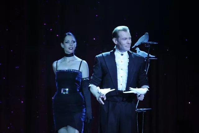 西班牙魔术师的表演里,藏着他的优雅