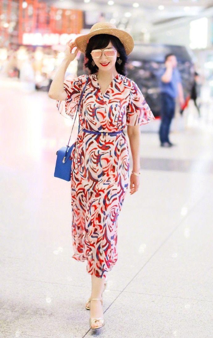 趙雅芝隨便一穿就是行走的淑女典范,64歲奶奶美得令人心曠神怡!