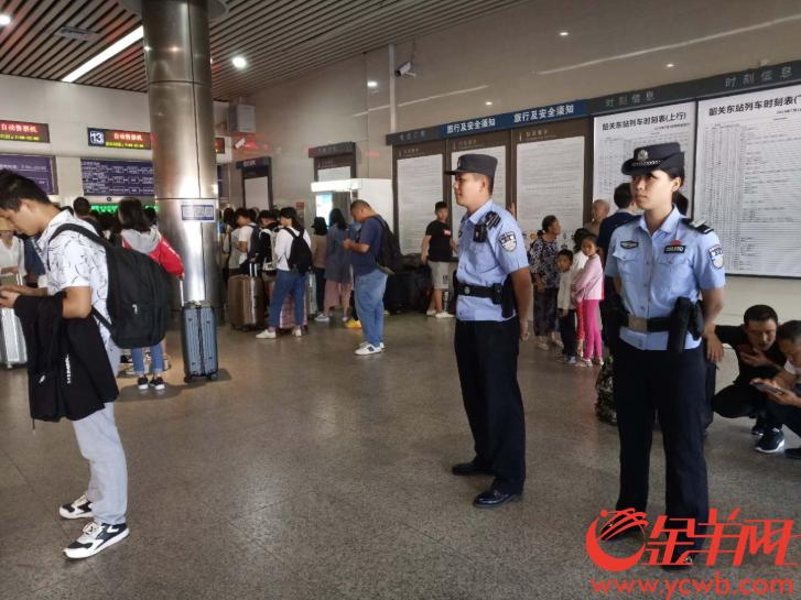 今年铁路警方重点整治霸坐占座、恶意逃票等行为,旅客遇到可迅速报警!