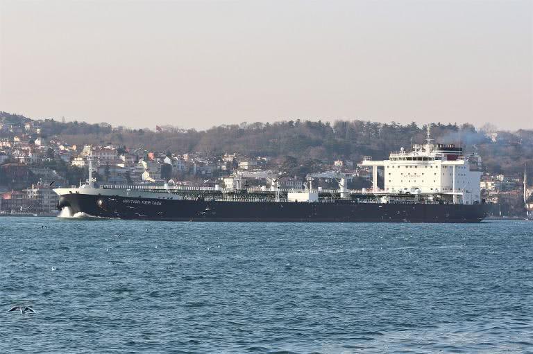 英国称油轮遭伊朗拦截后派军舰解围,伊朗否认