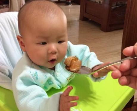 吃多了这样东西,8岁男孩停止发育,这3种食物,别再给娃吃了!