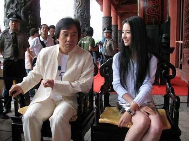 曾功夫影片担当,比成龙红,实力比肩李小龙,67岁再战甄子丹