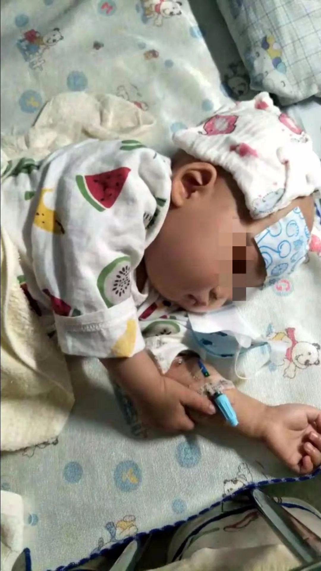 城事丨宝宝1岁患白血病,为挣钱救子,90后父亲穿梭街头工地