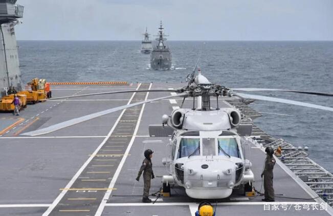 世界最小航母战斗群出动!护航战舰仅2艘,一艘来自中国