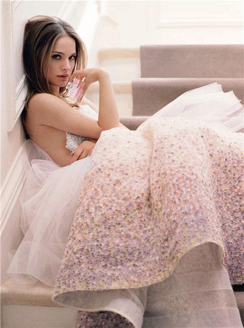 《迪奥小姐:爱与玫瑰》展览,开启你的梦幻之境,追爱女孩请入梦! chunji.cn