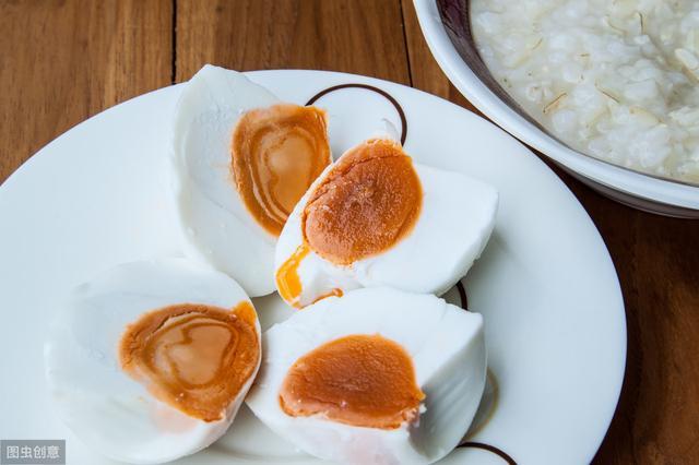 吃咸鸭蛋有什么好处?哪些人不宜多吃?爱吃咸鸭蛋的你不妨来了解
