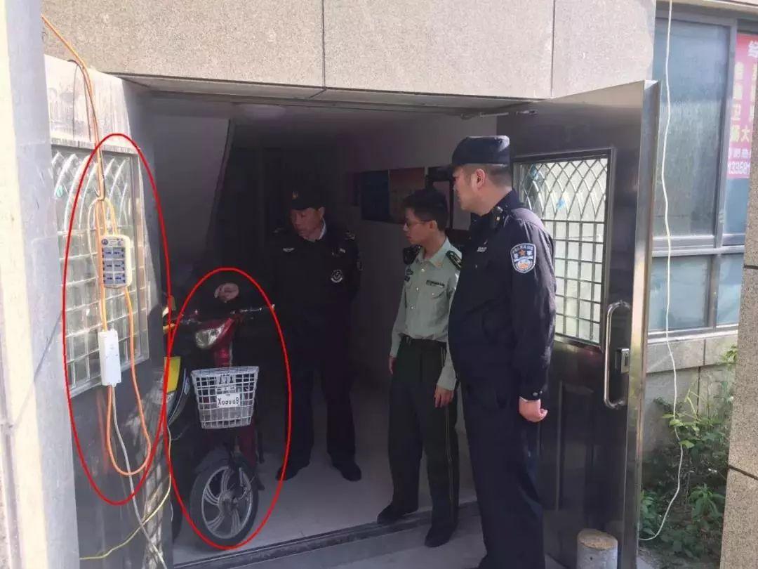 罚款、拘留!看你还敢不敢把电动车停放在楼道里!