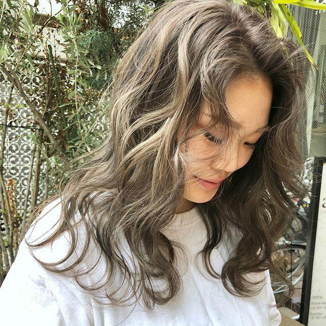 宛如闪耀阳光下的质感!跟上亚洲女性最爱的这款奶茶发色! chunji.cn
