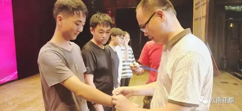 亚洲成人激情图_南靖四中高二年级成人礼   激情十八,梦想同行