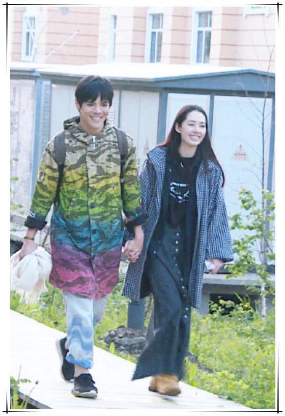 郭碧婷携男友上综艺,不穿正装的向佐太帅气,二人甜蜜对视配一脸 chunji.cn