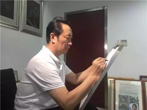 章莹颖案背后,站着一位震惊FBI的中国男人,这样的平民英雄才该上热搜