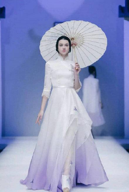 旗袍设计成巴黎时装周宠儿 吴谨言宋轶全新旗袍造型带你穿越民国