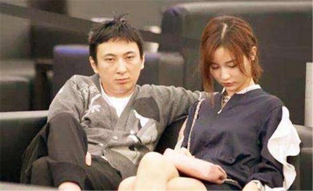 王思聪又换新女友了?21岁网红身份被曝光,年轻貌美惹人喜爱
