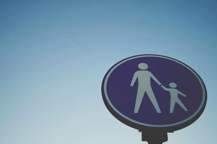 必读|多起高空坠物伤害儿童事件的背后,是你经常忽视的潜在危险……