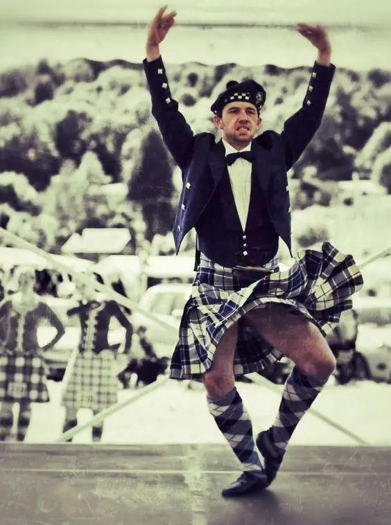 苏格兰男人裙底秘密 不穿内裤 也许能提高精子质量
