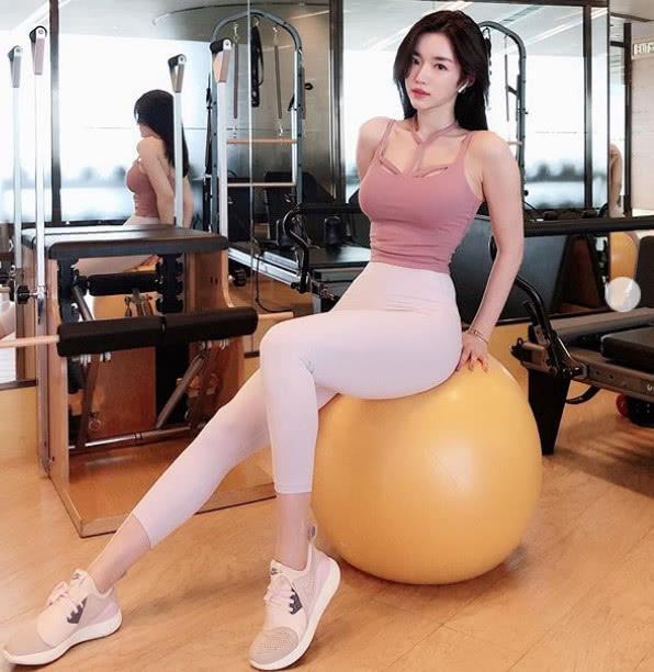 韩国大学校花,每周健身4-5次,锻炼时常被男生被搭讪! v118.com